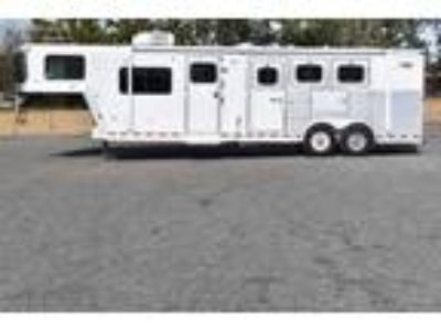 2002 Dreamcoach 3 Horse Trailer with 11' Short Wall 3 horses