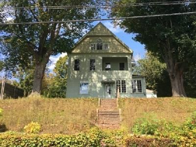 5 Bed 2 Bath Foreclosure Property in Hinsdale, NH 03451 - Highland Ave