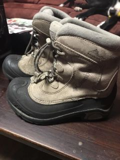 Awesome Columbia winter boots. No ties to mess with, just an easy pull strap! Size 2. Great shape still!