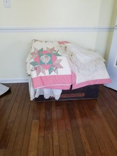 Queen Quilt with ruffle and 3 shams
