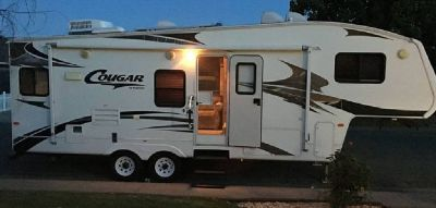 By Owner! 2009 30ft. Keystone Cougar w/slide