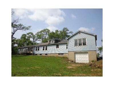 4 Bed 1 Bath Foreclosure Property in Lake Zurich, IL 60047 - Main St