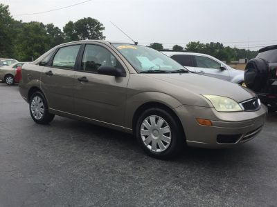 2005 Ford Focus ZX4 S (Gold)