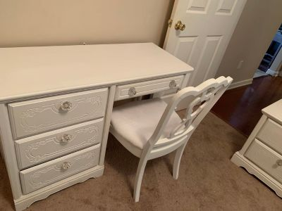 Beautiful Real wood 6 pc twin bed set