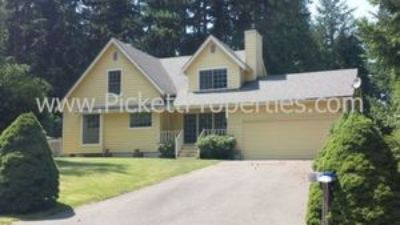 Beautiful 4 Bedroom in Established Silverdale Neighborhood