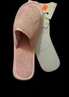 Womens pink slippers NEW! 9/10