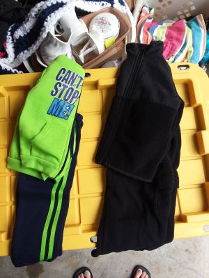 4 pc. Boy's size 3t sweat set with zip up jacket and fleece pants with zip up jacket like new excellent condition all for $4