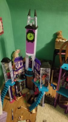 Monster High Doll House &extras