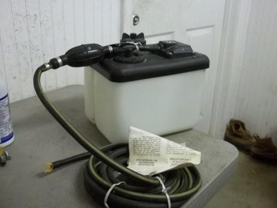 Buy NEW JOHNSON EVINRUDE OIL TANK WITH HOSE motorcycle in Scottsville, Kentucky, US, for US $100.00