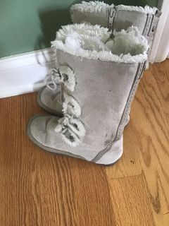 Nine West winter boots in excellent condition. Size: 3