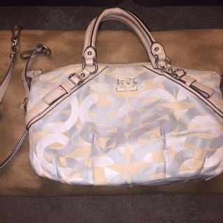 10x14 ice blue and beige cloth handbag with removable shoulder strap. Needs some cleaning but in good condition. Non smoking home.
