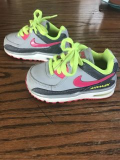 Girls size 6 Nike air max shoes