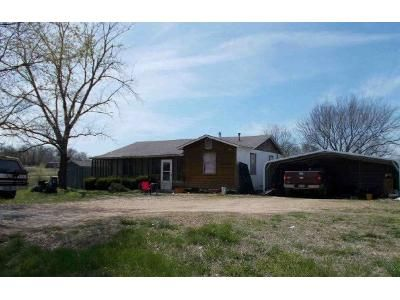 2 Bed 2 Bath Foreclosure Property in Siloam Springs, AR 72761 - Highway 16