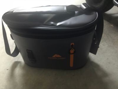 Insulated cooler lunch box
