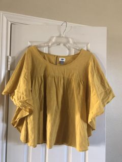 Women s L cute marigold top. Fun sleeves . Great color for season. Like new. PPU.