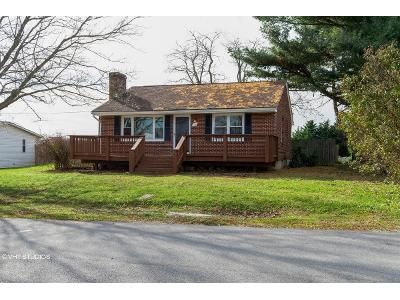 2 Bed 1 Bath Foreclosure Property in Christiansburg, VA 24073 - Fisher St