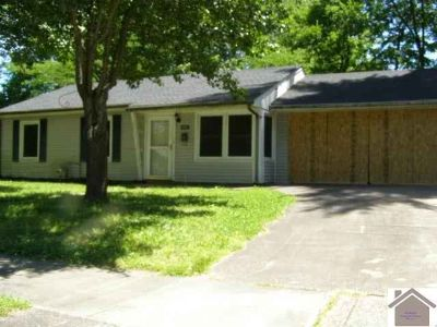 3262 Spring St PADUCAH, Three BR One BA home convenient to
