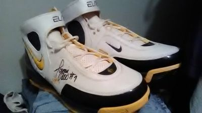 Jermain O'Neal autographed shoes