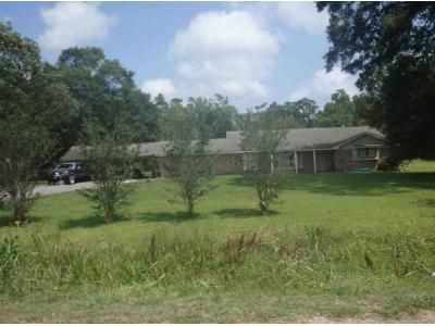 4 Bed 2 Bath Foreclosure Property in Dayton, TX 77535 - County Road 443