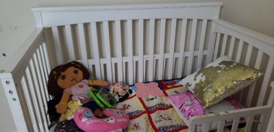 Baby crib that converts to toddler bed