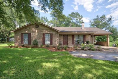 Gorgeous Brick Home In Foley, Alabama!