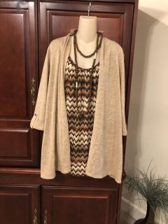 15.002X gorgeous 2in 1 tank and cardigan with 3/4 sleeves. Super cute and comfy! Great to wear with solid brown bottoms.