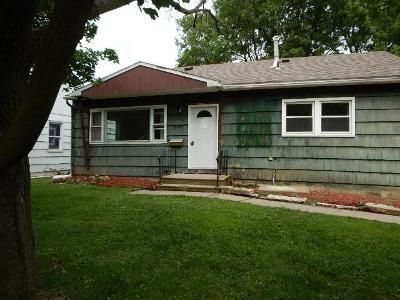 3 Bed 1 Bath Foreclosure Property in Cedar Rapids, IA 52403 - 38th St SE