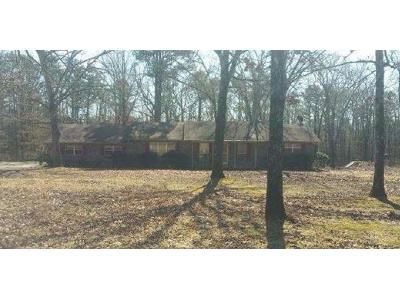 3 Bed 2 Bath Foreclosure Property in Higden, AR 72067 - Greers Ferry Rd