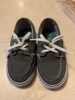 Cat and Jack boat shoes. Size: 10