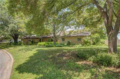 1815 Garfield ST Bastrop Three BR, Downtown Gem Surrounded by