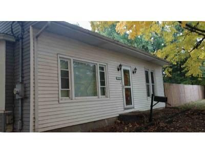 3 Bed 1.5 Bath Foreclosure Property in Petersburg, IL 62675 - W Douglas Ave