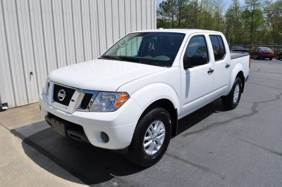 2018 Nissan Frontier SV (White)