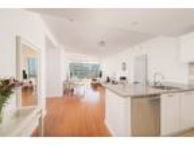 Bright Condo with Split Floor Plan at One Hawthorne