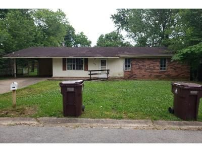 2 Bath Preforeclosure Property in Morrilton, AR 72110 - Filmore St