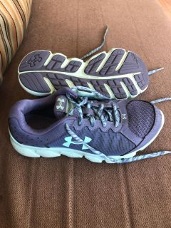 Windham - Girls Size 5 Under Armour sneakers