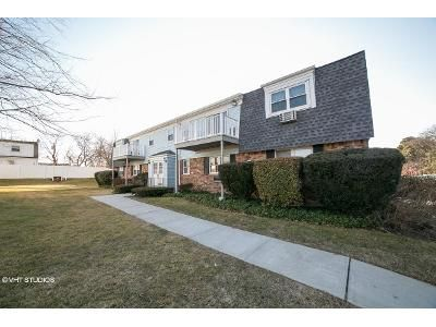 2 Bed 1 Bath Foreclosure Property in Patchogue, NY 11772 - Waverly Ave