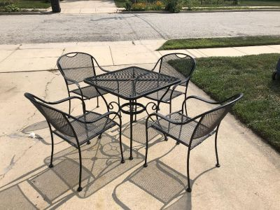 Black metal patio and four chairs