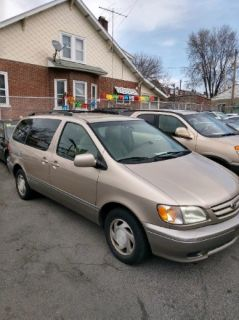 2002 Toyota Sienna 4dr LE
