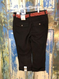 New with tags! Woman Size 8 Black Stretch Bandolino Capri Pants-(b70)