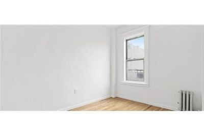 1 bedroom Apartment - This recently renovated one bed.