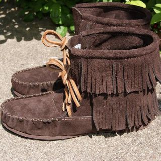 Moccasins Canada, your online source of Leather Moccasins, Mukluks and Sheepskin Slippers