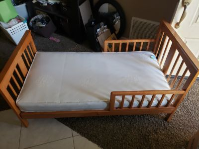 Mission style Toddler bed with mattress