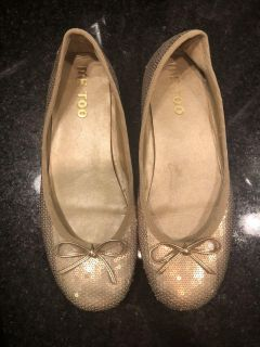 Me Too gold sequin shoes size 8
