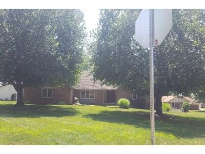 3 Bed 2.5 Bath Preforeclosure Property in Greenwood, IN 46142 - Jackson Rd