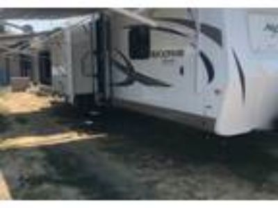 2017 Rockwood Signature-Ultra-Lite Travel Trailer in Atwater, CA