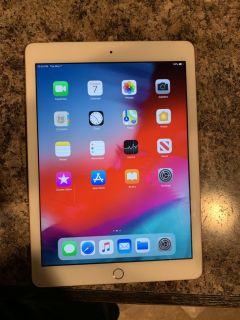 Rose Gold Apple iPad 6th Generation (32G (WIFI ONLY)