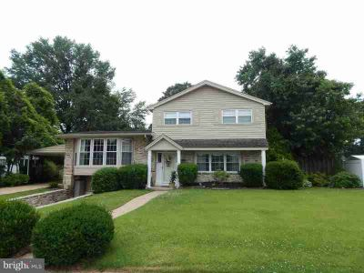 3902 Dorchester Rd PHILADELPHIA, Well maintained Three BR