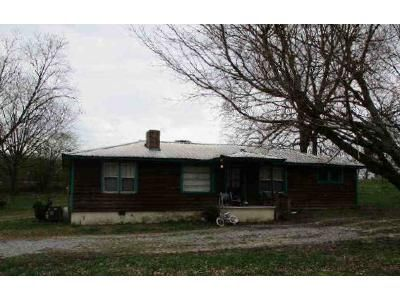 3 Bed 1 Bath Foreclosure Property in Vinemont, AL 35179 - County Road 1107