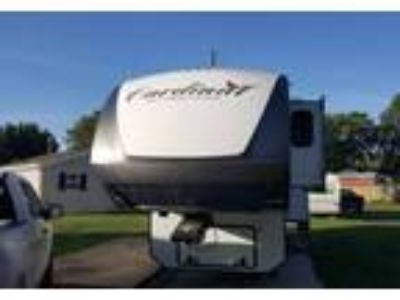 2015 Forest River Cardinal 5th Wheel in Fenton, MO
