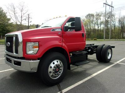 2016 Ford Super Duty F-650 Straight Frame Gas (Race Red)